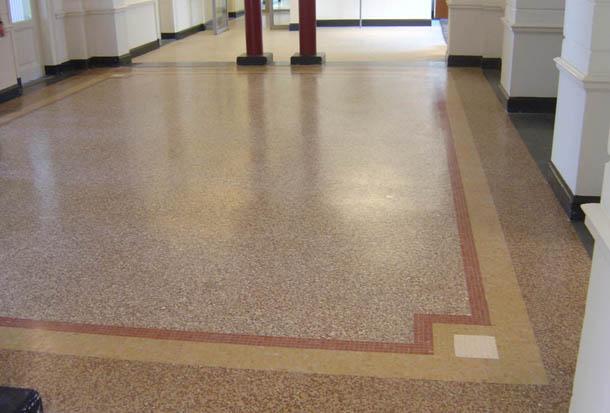 Een terrazzo vloer is helemaal van deze tijd maar heeft het uiterlijk ...