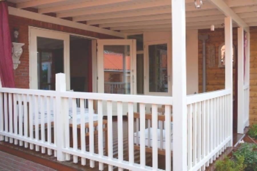 Veranda bouwen prijzen houten model en zelfbouw of niet for Kosten veranda